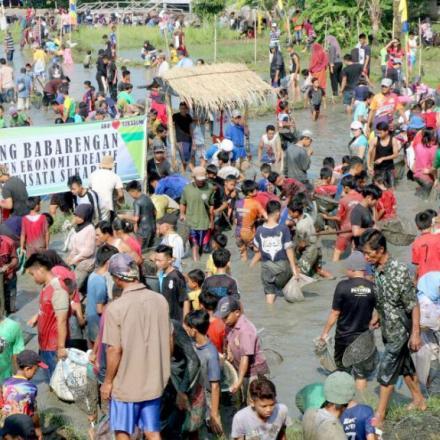 Desa Karangpapak Lestarikan Budaya Pesta Rakyat Ngubek Lauk